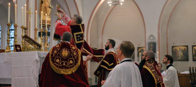 Pontifikalmesse og firmelse