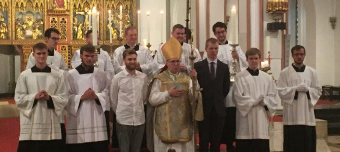 Første billeder fra dagens messe